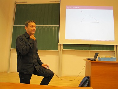 images/math-site/meetings/Seminar/20121122-MajorLaszlo/web/big/IMG_1936.jpg